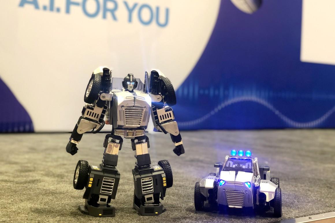 robot-s-golosovyim-upravleniem-t9-mozhet